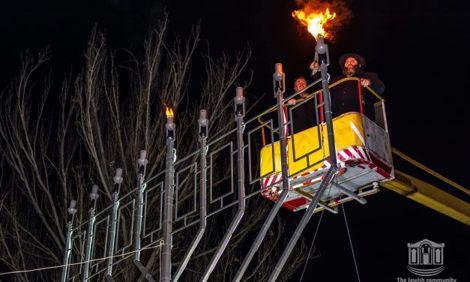 Огни Херсонской меноры несут всем свет, мир, тепло и преуспевание