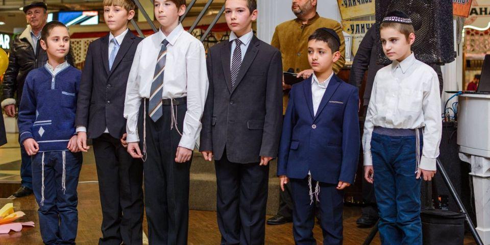 """Зажигание первой Ханукальной свечи в ТРЦ """"Фабрика"""""""