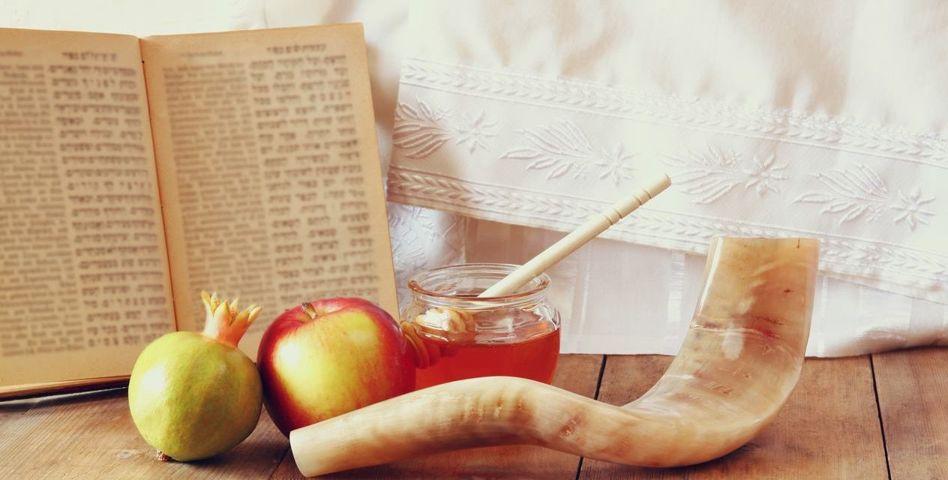 Уважаемые члены Херсонской еврейской общины, прихожане и прихожанки, наши добрые друзья!